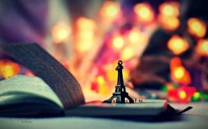 Cute-Eiffel-Tower-Wallpaper
